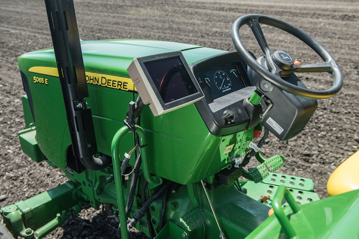 John Deere 4240 Universal Display, AutoTrac Universal 300 Guidance Solution and 18-2 Gen. 4 Software_0119 copy
